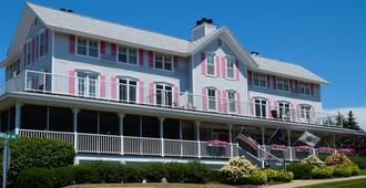 Harbor House Inn - Grand Haven