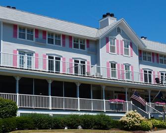 Harbor House Inn - Grand Haven - Building