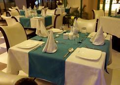 Mayflower Hotel - Guwahati - Restaurant