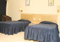 Vishwaratna Hotel - Guwahati - Phòng ngủ
