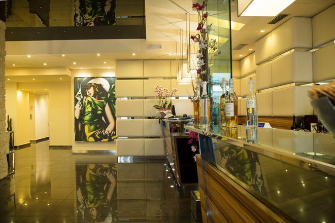 安蒂科博爾戈酒店 - 里瓦德加爾達 - 加爾達湖濱 - 酒吧