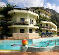 皇家度假村酒店 - 利蒙內蘇加達