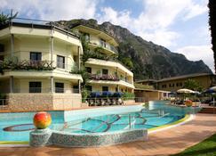 Hotel Royal Village - Limone sul Garda - Bygning