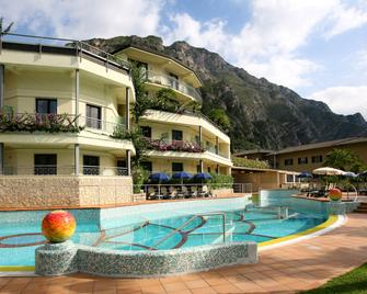 Hotel Royal Village - Limone sul Garda - Building