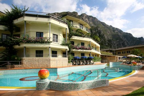 Hotel Royal Village - Limone sul Garda - Κτίριο