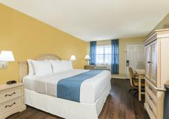 Days Inn by Wyndham Madison - Madison - Bedroom