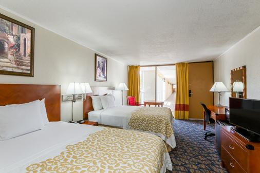 Days Inn & Suites by Wyndham Clermont - Clermont - Bedroom