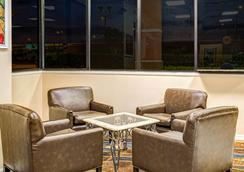 Days Inn by Wyndham Orlando Near Millenia Mall - Orlando - Lobby