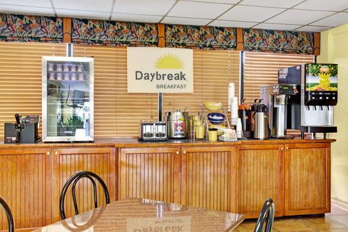 Days Inn & Suites by Wyndham Davenport - Davenport - Buffet