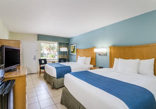 Peachy Days Inn By Wyndham Cocoa Beach Port Canaveral 93 200 Beutiful Home Inspiration Xortanetmahrainfo