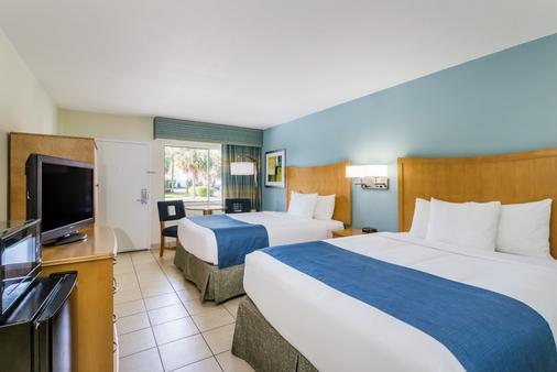 Days Inn by Wyndham Cocoa Beach Port Canaveral - Cocoa Beach - Κρεβατοκάμαρα
