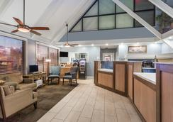 Days Inn by Wyndham Cocoa Beach Port Canaveral - Bãi biển Cocoa - Hành lang