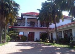 La Paradise Inn - Acra - Edificio