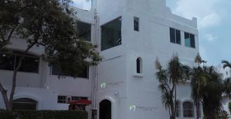 Nirvana Hostel Cancun Hotel Zone - Cancún - Edificio