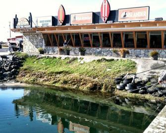 Islander Westport - Westport - Building