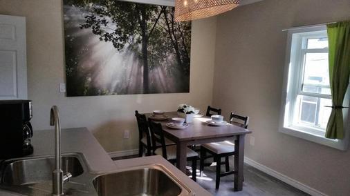 Hansen - Winnipeg - Dining room