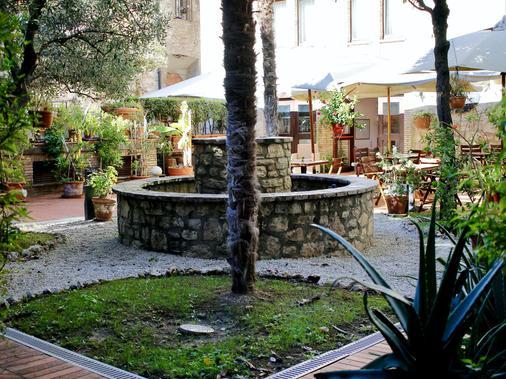 杜卡勒酒店 - 古比歐 - 古比奧 - 室外景