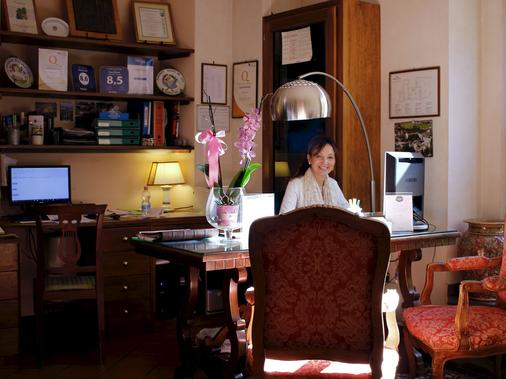 杜卡勒酒店 - 古比歐 - 古比奧 - 櫃檯
