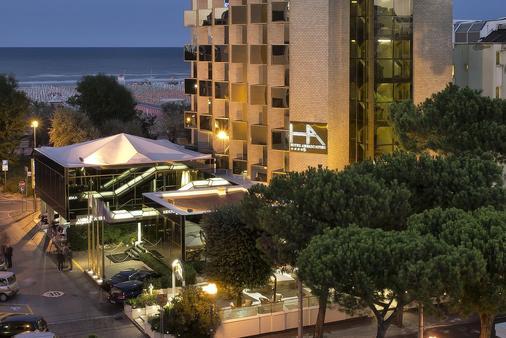 Hotel Ambasciatori - Rimini - Building