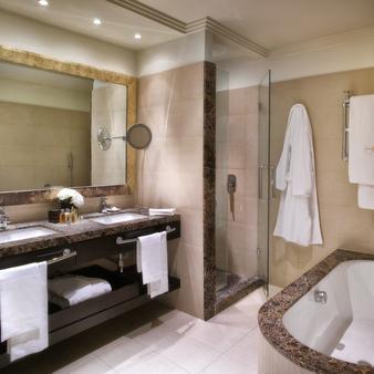 Hotel Ambasciatori - Rimini - Bathroom