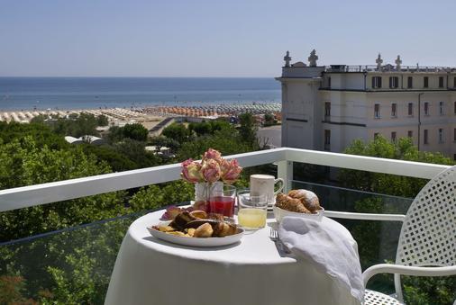 Hotel Biancamano - Rimini - Parveke