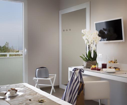 Hotel Biancamano - Rimini - Makuuhuone
