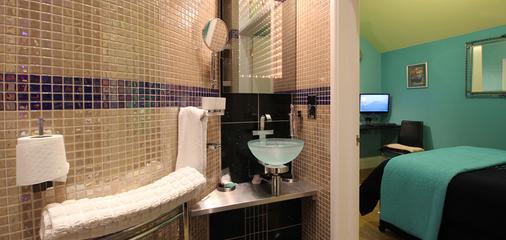 The PitStop - Bishop's Stortford - Bathroom