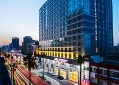 Howard Johnson Jeju Yeongdong - Jeju City - Building