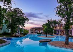 Sueno Hotels Beach Side - Side - Pool
