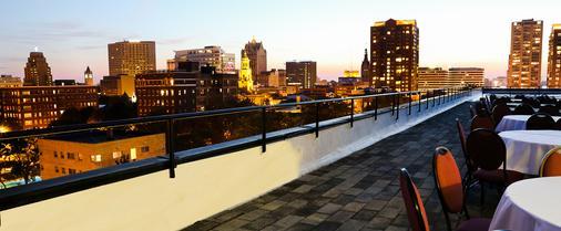 Park East Hotel - Milwaukee - Balcony