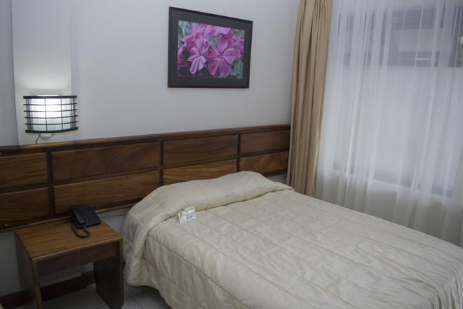 Hotel Suerre - Guapiles - Schlafzimmer