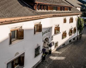 Engadiner Boutique-Hotel GuardaVal - Scuol - Building