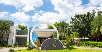 Hotel H2o - Manila - Toà nhà