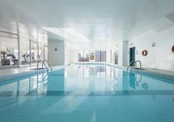 Hotel Place Dupuis Montreal Downtown Ascend Hotel Collection - Montreal - Pool