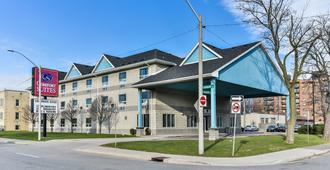 Comfort Suites Downtown - Windsor