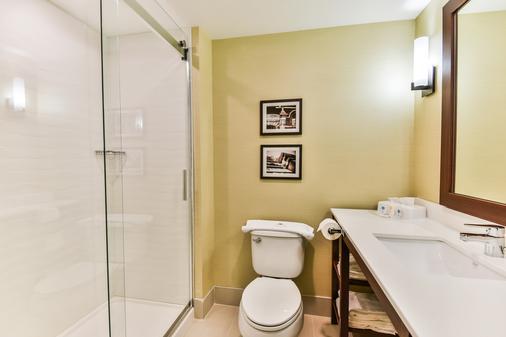 Comfort Suites Downtown - Windsor - Bathroom