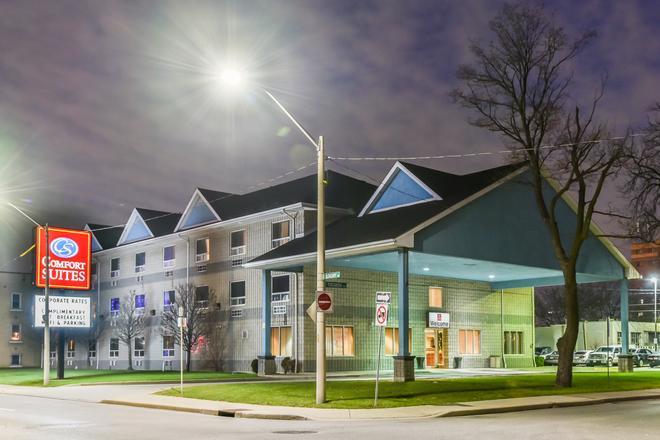 凱富市中心套房酒店 - 溫莎 - 溫莎 - 建築
