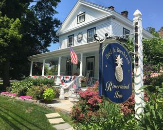 Riverwind Inn Bed & Breakfast - Deep River - Building