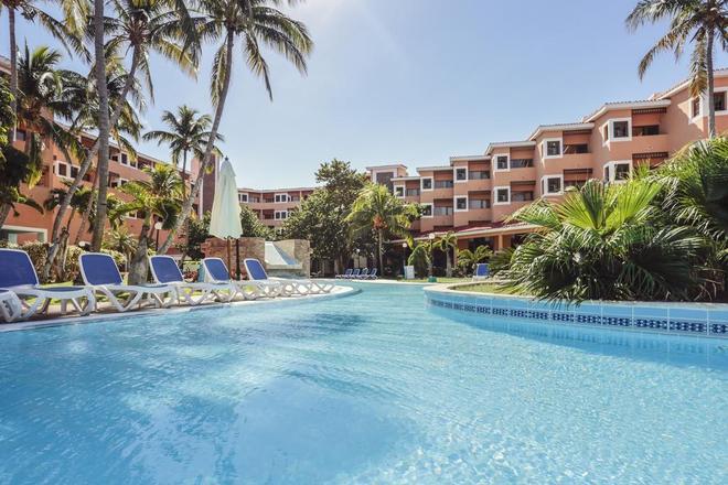 比萊夫體驗拉莫拉斯飯店式飯店 - Varadero - 游泳池