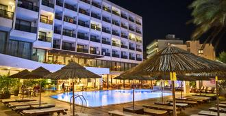 Blue Sky City Beach Hotel - Rodes - Piscina