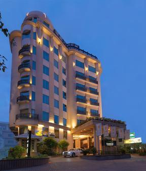 Goldfinch Hotel - Bengaluru - Building