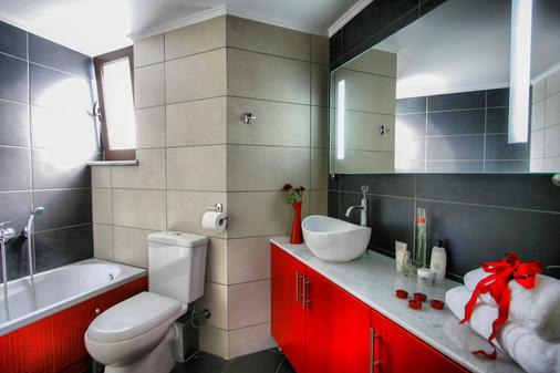 Esthisis Suites Chania - Platanias - Bathroom