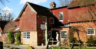 Trivelles Waterhall Country Hotel - Gatwick - Crawley