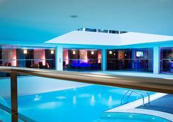 大洋洲巴黎凡爾賽門酒店 - 巴黎 - 巴黎 - 游泳池