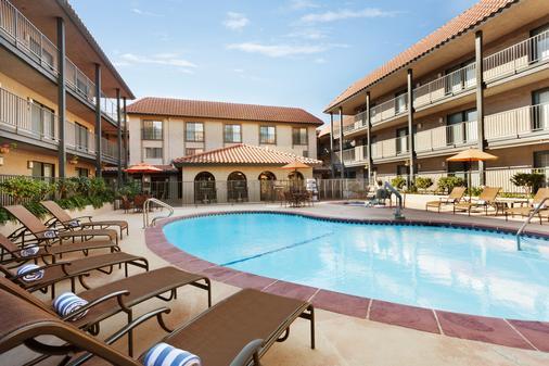 Embassy Suites by Hilton Lompoc Central Coast - Lompoc - Building