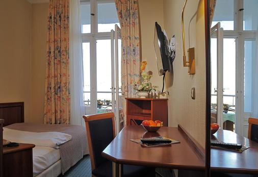 BB Hotel Berlin - Berlin - Living room