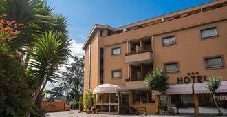 Hotel Santa Maura - Rome - Building