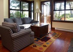 Middle Beach Lodge - Tofino - Living room