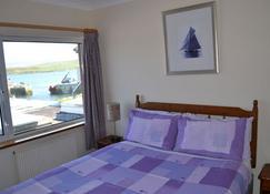 Oliver's Seafood Bar, Bed & Breakfast - Cleggan - Спальня