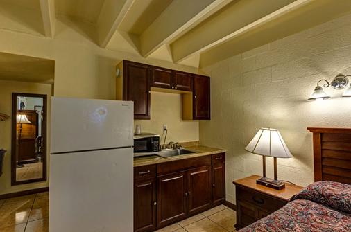 Aladdin Motel - Cocoa - Kitchen